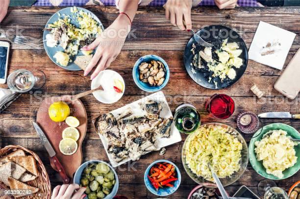 Koncepcja Żywności Posiłki Przekąski Stół Kolacja Rodzinna Widok Z Góry Jedzenia Na Świeżym Powietrzu - zdjęcia stockowe i więcej obrazów Top