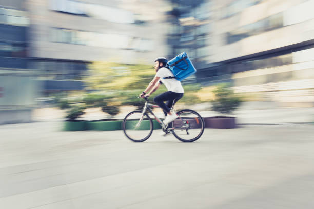 food delivery on bicycle - food delivery imagens e fotografias de stock