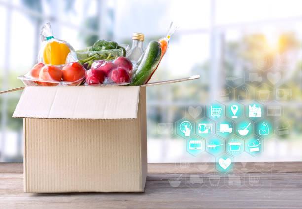음식 배달 서비스: 레스토랑 배경에 텍스트와 로고에 대 한 빈으로 패키지 상자와 아이콘 미디어에 요리에 대 한 가정 온라인 주문에서 야채 배달. 스톡 사진