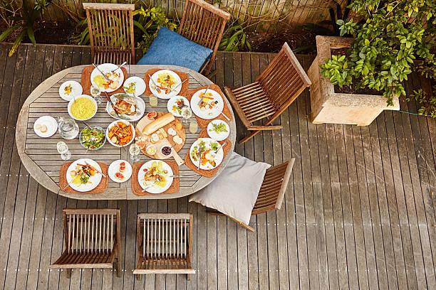 food for an entire family - sonntagsbrunch stock-fotos und bilder