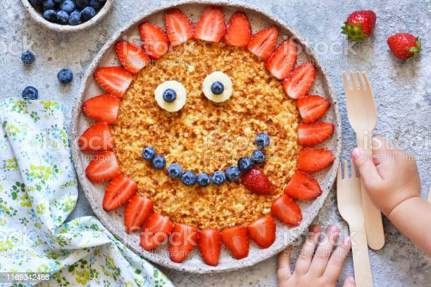 Food for children funny sun with a smile pancakes with berries picture id1169342468?b=1&k=6&m=1169342468&s=612x612&h=2moxnz j603gwmo wojhminlo1isfffd1tfswt0j3pi=