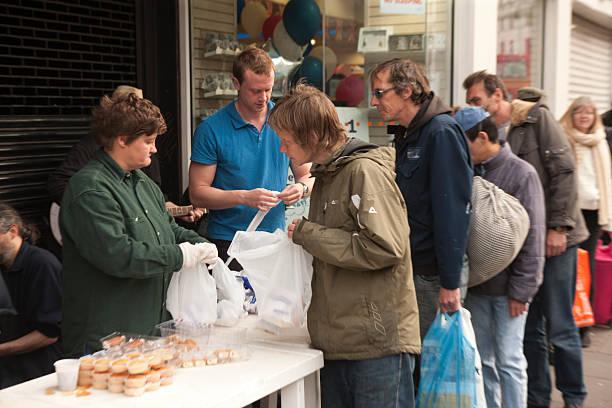 food for homeless - double_p stockfoto's en -beelden