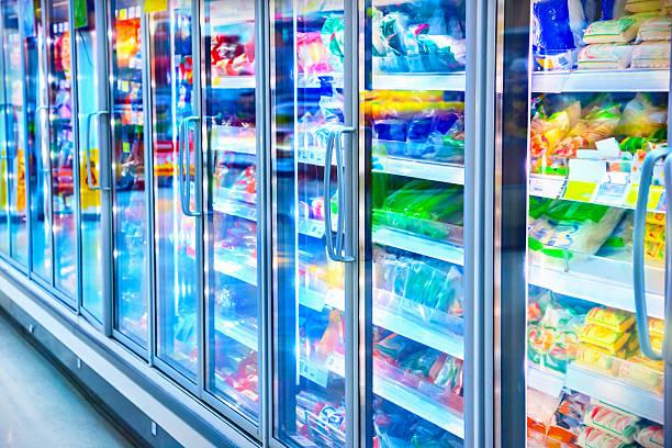 speisen in einem supermarkt - konsum stock-fotos und bilder