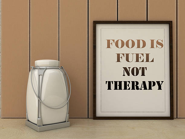essen ist treibstoff nicht-therapie. gesunde ernährung inspirierende zitat. - motivationsfitness zitate stock-fotos und bilder