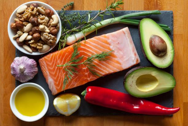 essen elemente hoch in gesunde fette - paleo diät stock-fotos und bilder
