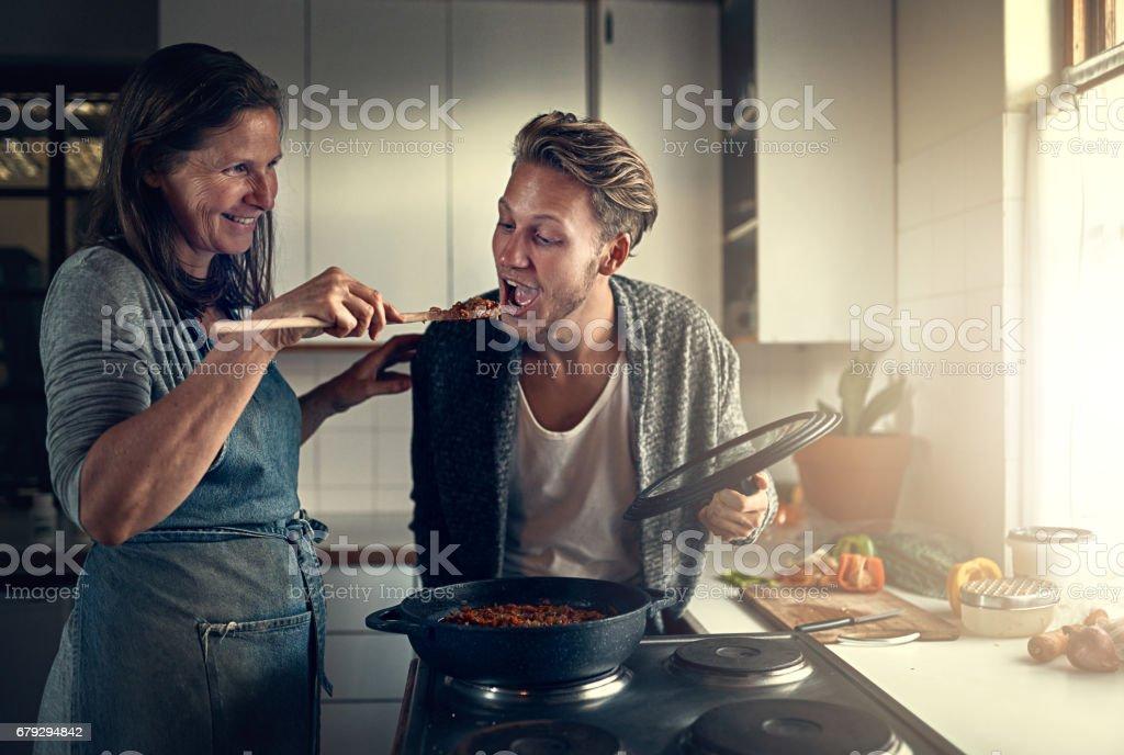 Alimentos sólo una mamá pueden cocinar - foto de stock