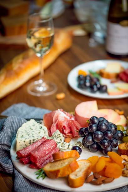 maridajes de alimentos - cosas que van juntas fotografías e imágenes de stock