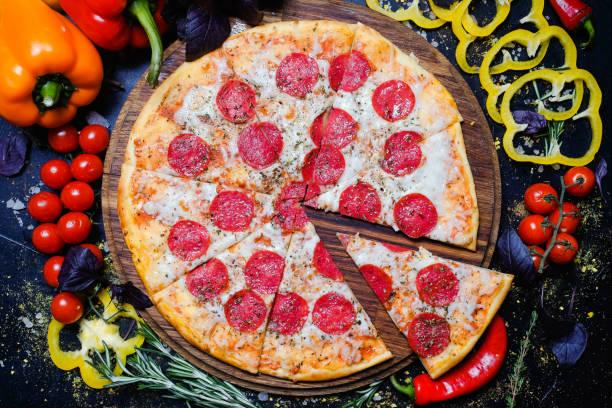 Food Fotografie Kunst-peperoni Pizza italienische Mahlzeit – Foto