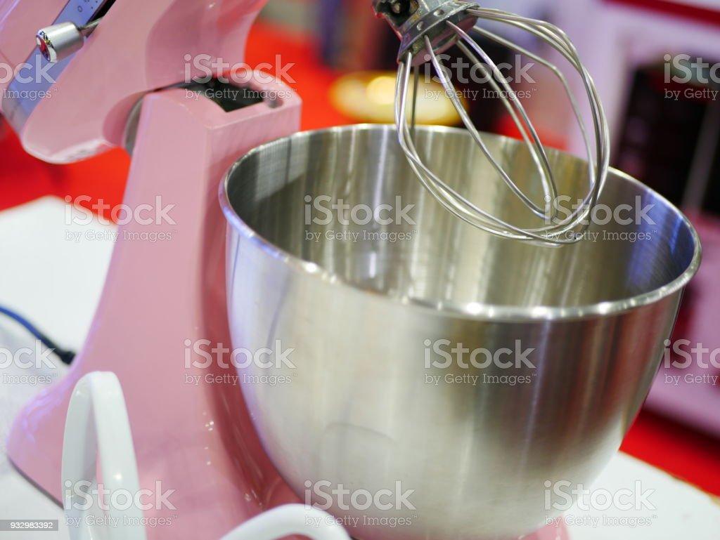 Küchenmaschine mit Stahl Schüssel und Schneebesen – Foto