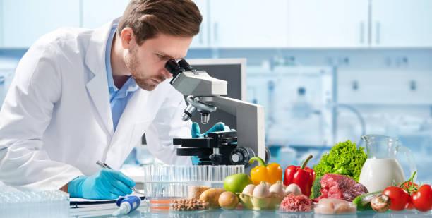 konzept zur qualitätskontrolle von lebensmitteln - grundnahrungsmittel stock-fotos und bilder