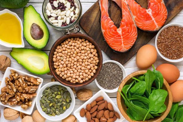 alimentos ricos en ácidos grasos omega 3 y grasas saludables. concepto de comer dieta saludable - omega 3 fotografías e imágenes de stock