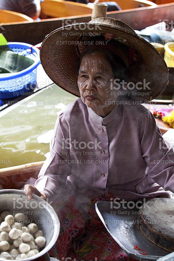 Food vendor at Damnoen Saduak Floating Market, Thailand stock photo