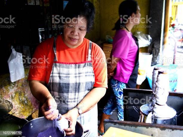 Food vendor cooks puto bumbong picture id1072799770?b=1&k=6&m=1072799770&s=612x612&h=jzrjs0ecdv0d81thalykxaiky4zshqqg8ypjn4wq 1w=