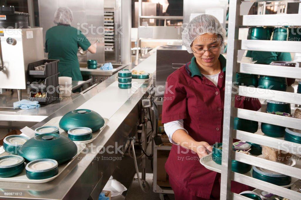 Essen-Arbeiter in Großküchen Zubereitung – Foto