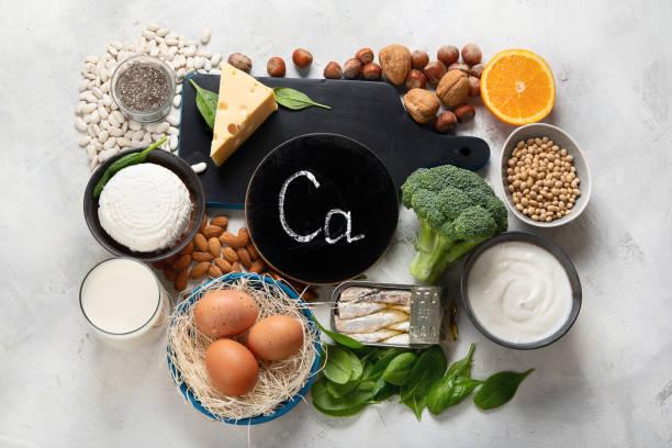 voedingsmiddelen met een hoog calcium gehalte - calcium stockfoto's en -beelden