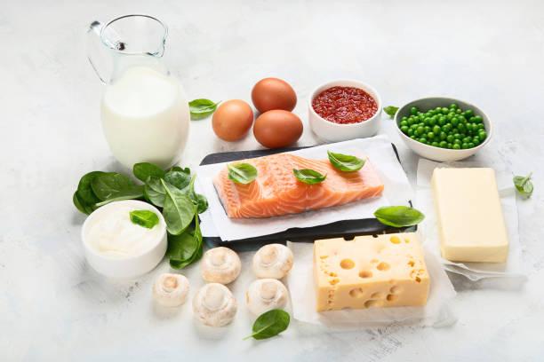 voedingsmiddelen die rijk zijn aan vitamine d - calcium stockfoto's en -beelden
