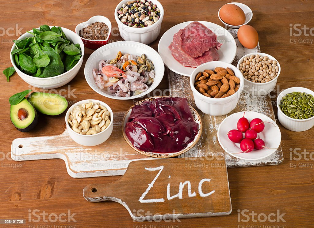 Foods with Zinc mineral on a wooden table. - 免版稅亞麻種子圖庫照片