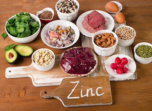 Foods With Zinc Mineral On A Wooden Table 照片檔及更多 亞麻種子 照片