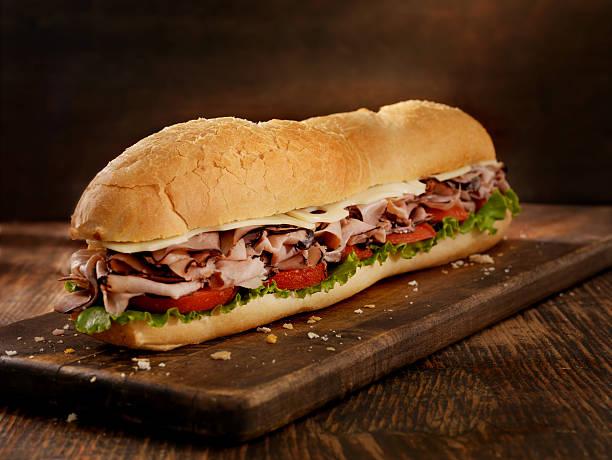 meter lange roast beef und käse-sub - roast beef sandwich stock-fotos und bilder