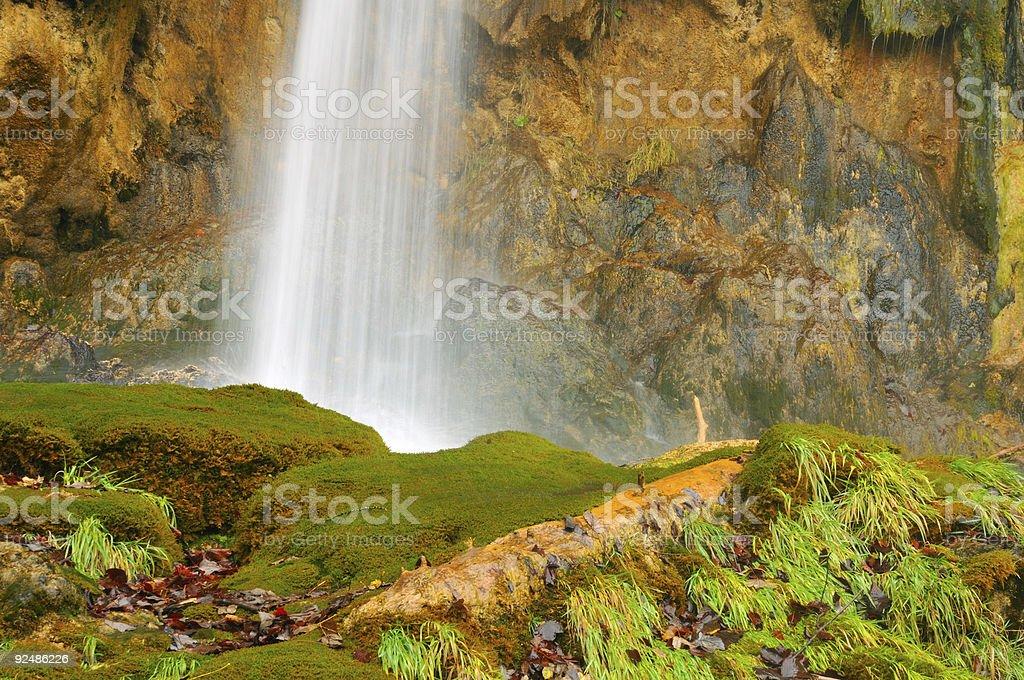 Fuß eines kleinen Wasserfalls Lizenzfreies stock-foto