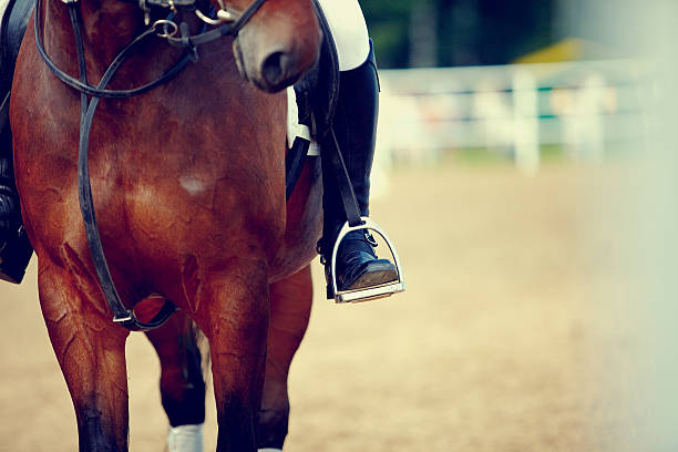 足のアスリートのスターラップ - 乗馬 ストックフォトと画像