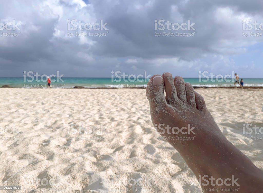 Pie en la playa - foto de stock