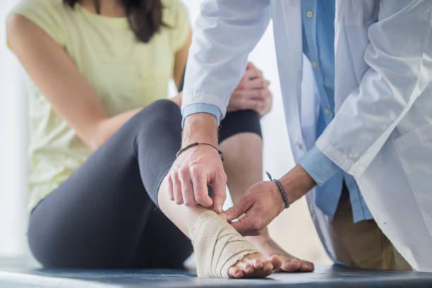 foot support - caviglia foto e immagini stock