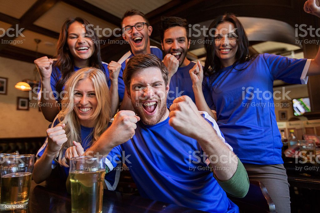 football fans or friends with beer at sport bar - foto de acervo