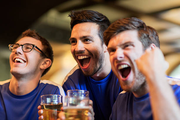 Football fans or friends with beer at sport bar picture id609701454?b=1&k=6&m=609701454&s=612x612&w=0&h=te ebj6hf5qj3xlpje6aqnyullco1d7947kt46vziy4=
