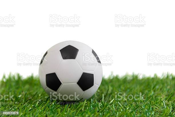 Football model on artificial green grass over white backgroun picture id495605879?b=1&k=6&m=495605879&s=612x612&h=lcor6v4uzfezsnihuwrtb1kqc34zqdyh1qpdvxemedc=