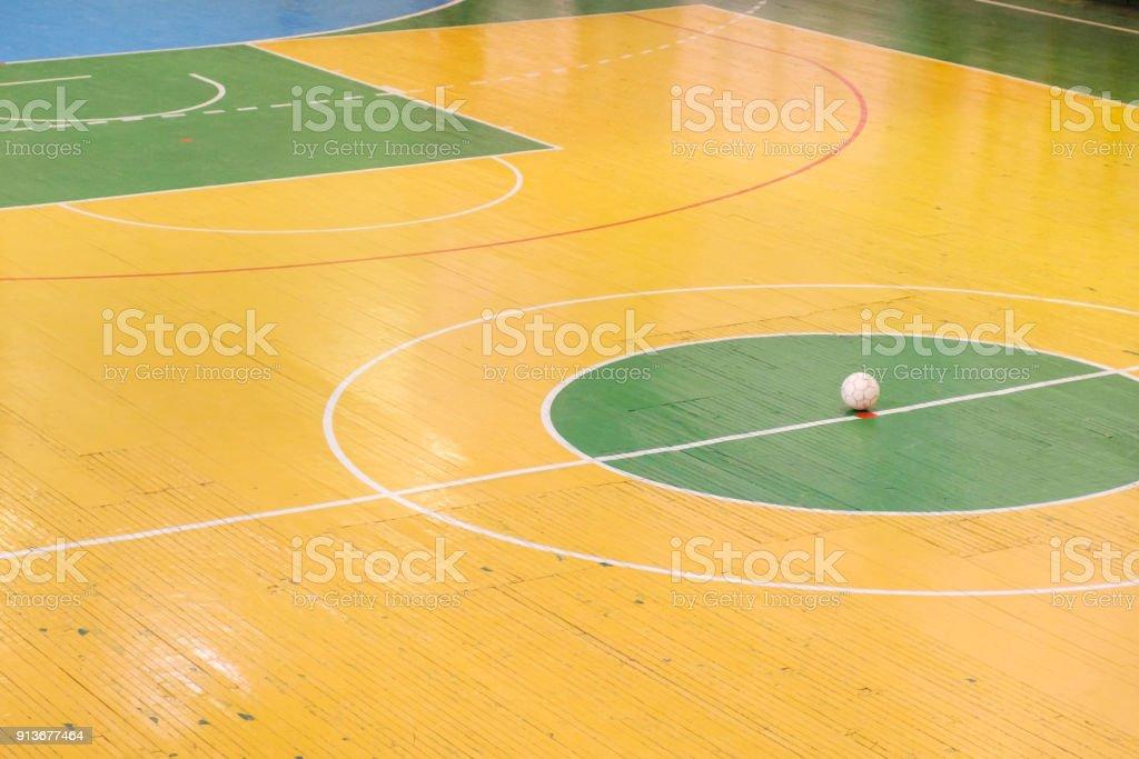 Estadio de fútbol o fútbol sala con una marca brillante del campo de juego  y la a15ae8c73c7e5