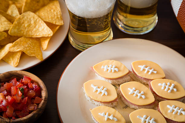 football party food - spieltag vorspeisen stock-fotos und bilder