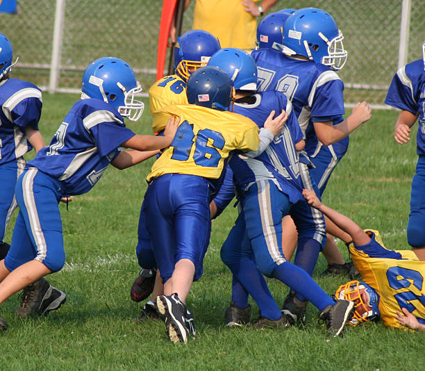 Football Play 4 (youth)  american football uniform stock pictures, royalty-free photos & images