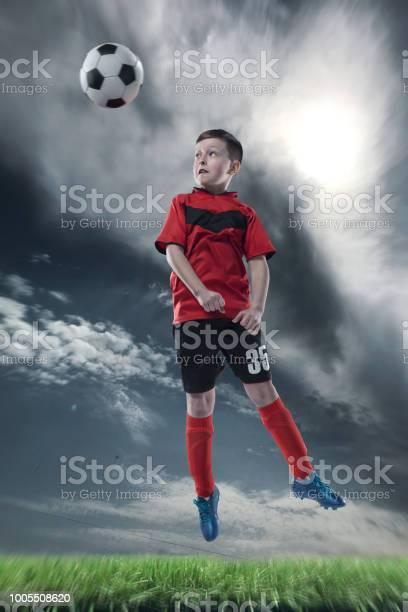 Football player hitting the ball with head on a soccer stadium picture id1005508620?b=1&k=6&m=1005508620&s=612x612&h=ddrfz3qofnm fk lqaid0br7cjqzcfpllmefgu ubhu=