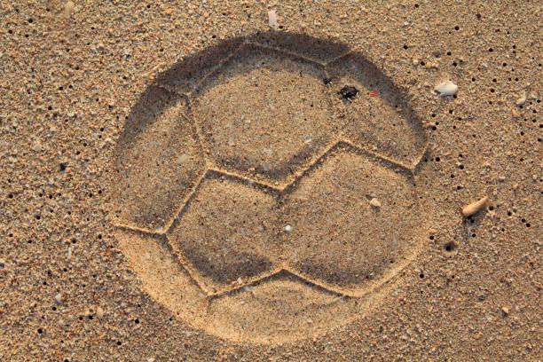 football print on a sand - futebol de areia - fotografias e filmes do acervo