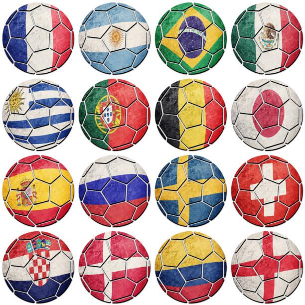 Bolas de futebol de futebol com bandeiras nacionais. - foto de acervo