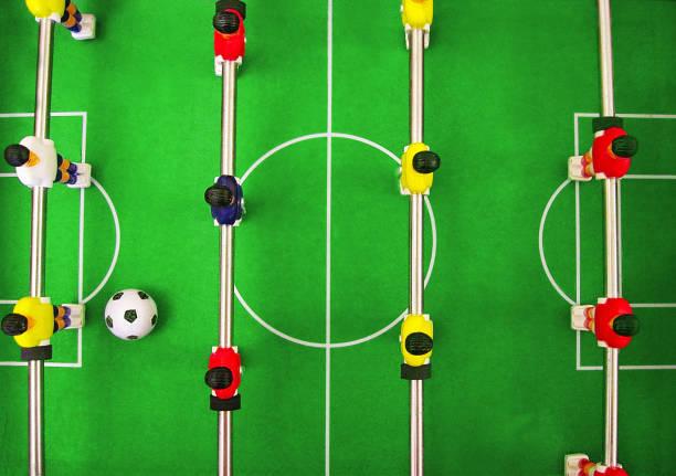 fußball fußball tischspiel. teamplay-gebäude - fußball poster stock-fotos und bilder