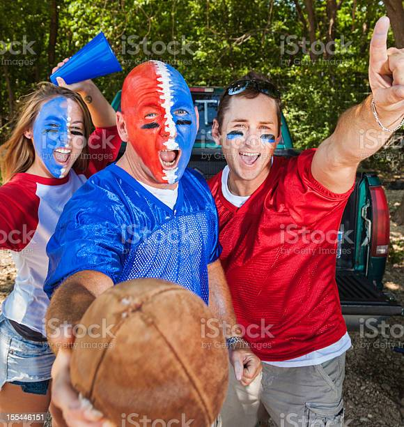 Football tailgating picture id155446151?b=1&k=6&m=155446151&s=612x612&h=9nbsugq 2wh0k 1tfoa0i6swbtf9ugoweyurkqhk5mg=