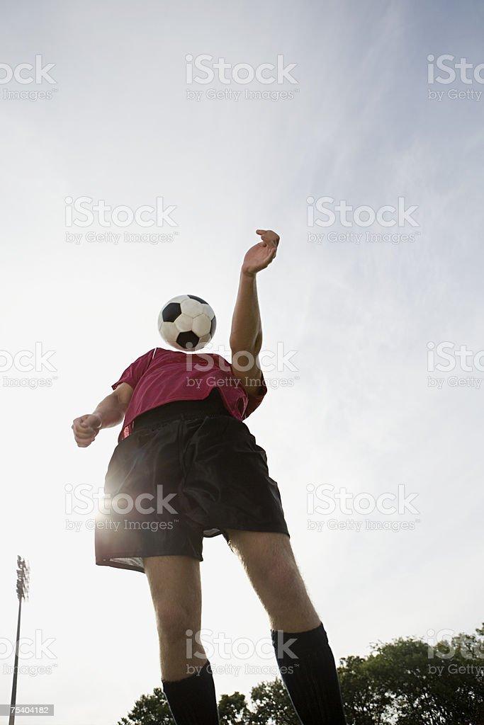 Jogador de futebol e futebol foto de stock royalty-free