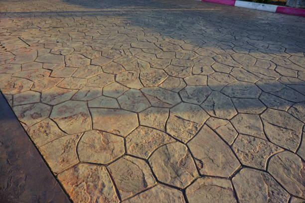 wanderweg sechseck betonblock - zement terrasse stock-fotos und bilder