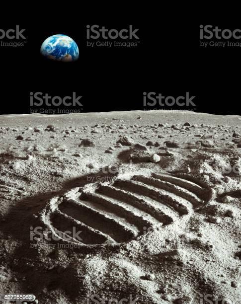Footprint of astronaut on the moon picture id827255982?b=1&k=6&m=827255982&s=612x612&h=2g edpelo arkwy ucjpxlrqokmfqt67g09gk3g1kh0=
