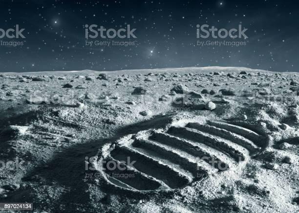 Footprint of astronaut on the moon picture id897024134?b=1&k=6&m=897024134&s=612x612&h=dqyoa2m6 d8keifblazozrx8dasuwpjl4c0d4qfxrv0=