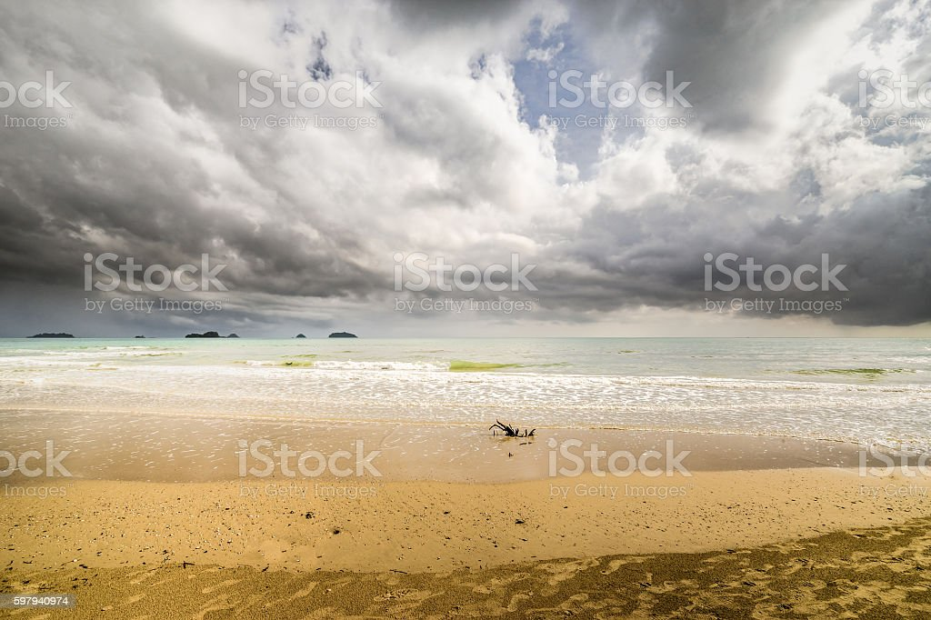 footprint on the beach has sky background. foto royalty-free