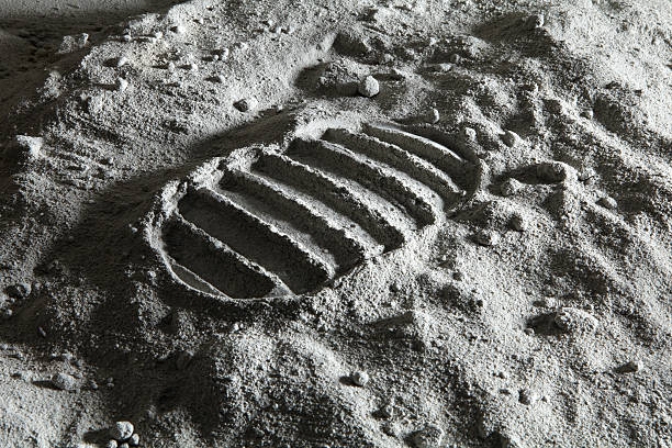 footprint on the moon - moon stockfoto's en -beelden