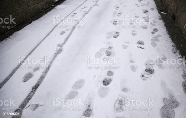 Footprints in snow picture id927268004?b=1&k=6&m=927268004&s=612x612&h=juamvbgdsflims4zkznlz7qazikfmwjr59l2lltz3og=