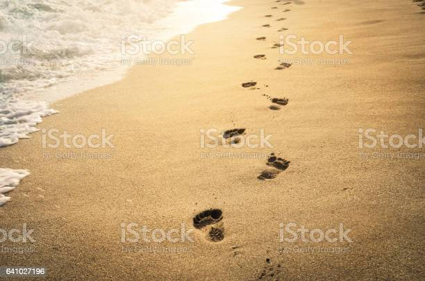 Footprints in the sand picture id641027196?b=1&k=6&m=641027196&s=612x612&h=7tda4hmcht0ye0mcyuprmi6nwryoyznpc0zri eio3e=