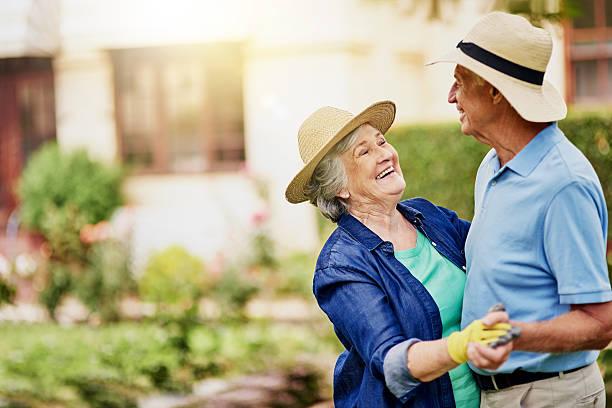 para el amor de baile - pareja mayor fotografías e imágenes de stock