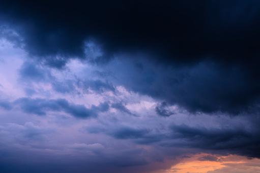 Kraftvolle Wolken am Himmel