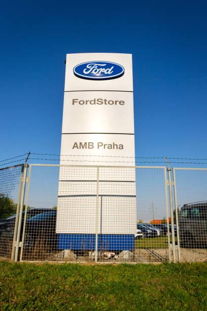 Ford motor company logo on dealership building picture id856167168?b=1&k=6&m=856167168&s=612x612&w=0&h=o7duxuw5ytzqw3f27px9tji6gqujsmlswctryq61es0=