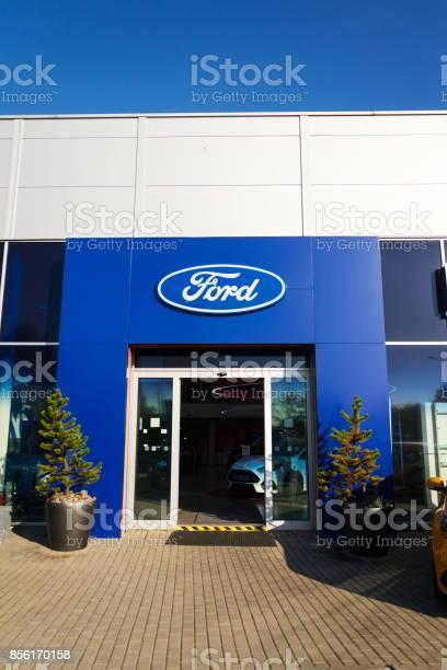 Ford motor company logo on dealership building picture id856170158?b=1&k=6&m=856170158&s=612x612&h=i3dk vaohhvsny gayi9zfa6 6q ko11x3gvjd3pdj8=